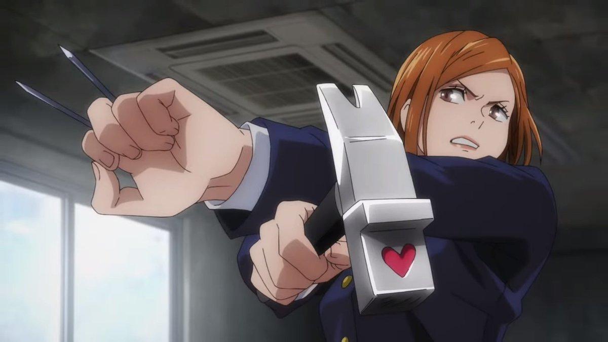Нобара Кугисаки держит в руках свое оружее, гвозди и молот с иконкой сердца