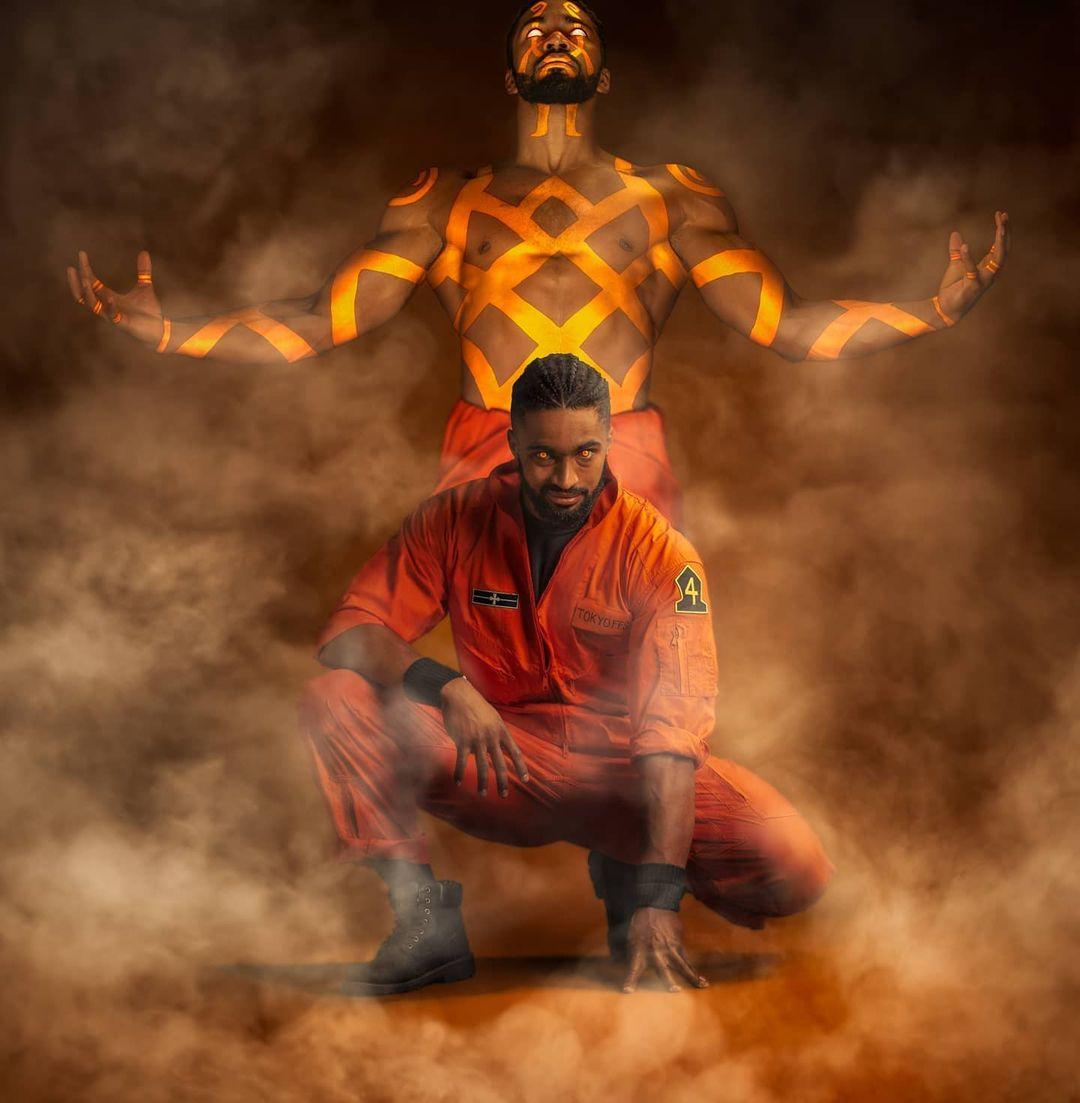 Косплей Огненной Силы приносит жар с Огуном